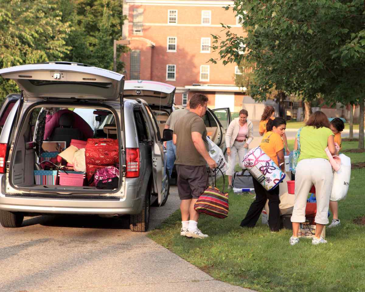 Life & Style: Fashion Tips for Dad on Move-In Day